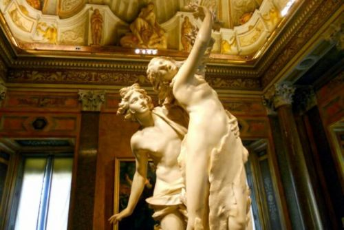 Daily Dose of Europe: Bernini's Apollo and Daphne
