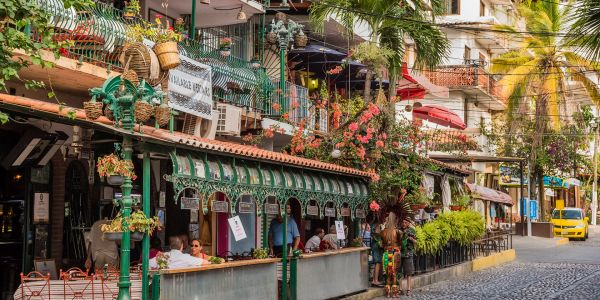"""The Best of Both Vallartas: How to Enjoy a """"Night on the Towns"""" in Puerto and Nuevo Vallarta"""