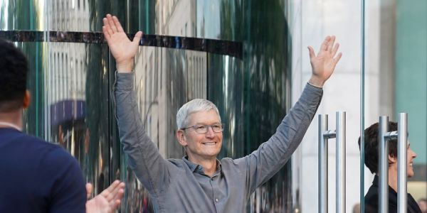 Apple hits record high, extends market value above $1 trillion