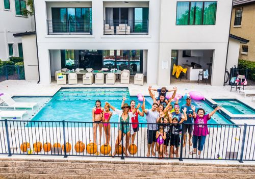 20 Friends and 7 Days of Fun in a Orlando Vacation Home Near Disney World