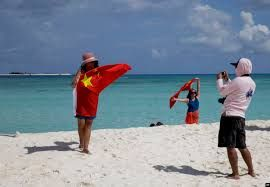 Hainan authorities request tourism experts to explore the island