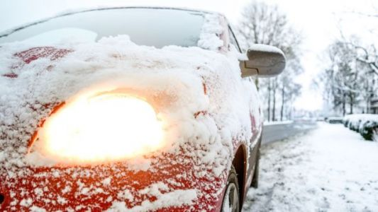 Clear Snow Off Your Car With a Leaf Blower