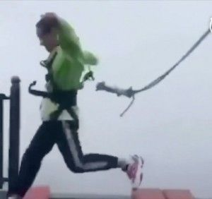 Thrill seeker's lucky escape shuts Chinese theme park attraction