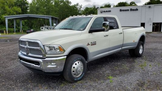 Here's the Last 1 Ton Luxury Truck You Can Buy New With a Manual Transmission