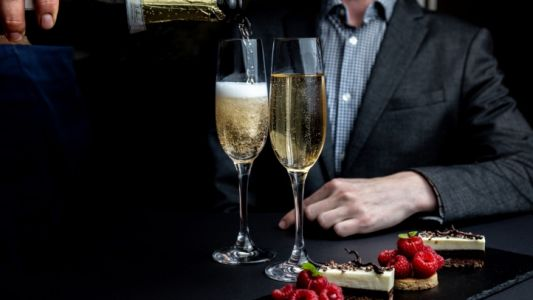 Yew Seafood + Bar Launches a New Summer Sparkle Promotion at Four Seasons Hotel Vancouver