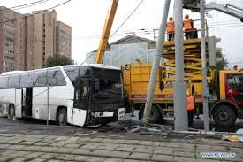 Bus carrying Chinese tourists crashes in Moscow, 11 people inured