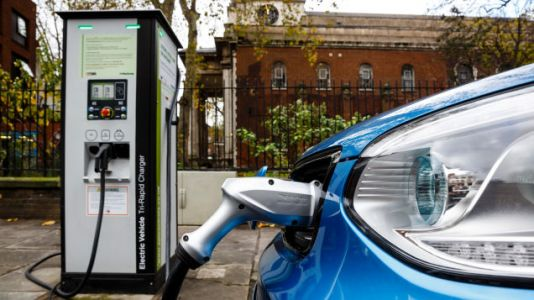 Google Maps Can Now Tell You If an EV Charging Station Is in Use