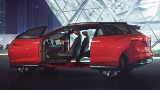The Volkswagen I.D. ROOMZZ Concept Has Room for Days and 280 Miles of Electric Range
