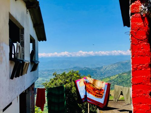 Miles of rolling mountains in the Andean rainforest and colorful colonial-era towns: Here's what it's like to travel through Colombia's Coffee Triangle