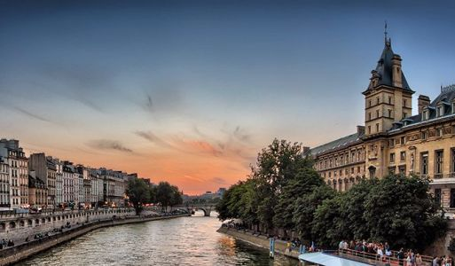 My Top 15 Favorite Hostels in Paris