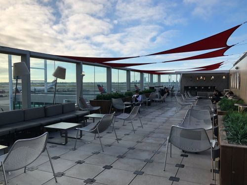 4 credit cards that get you free or discounted access to Delta Sky Club airport lounges