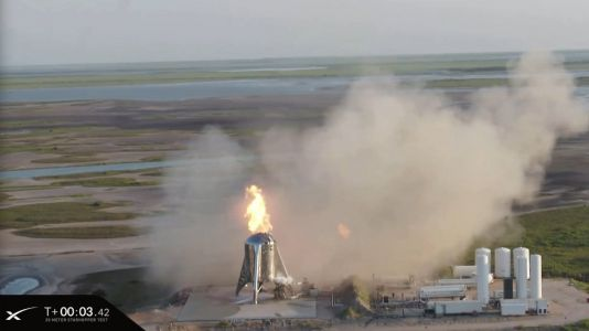 SpaceX tried to launch a Mars spaceship prototype on its first big flight, but the test abruptly ended after ignition