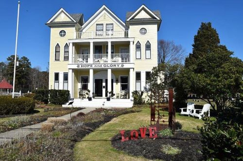 Small Town Love: Visit Irvington in Virginia's River Realm