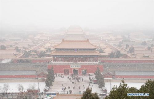Visitors view snowy scenery at Palace Museum