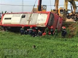 One dead, 4 injured in sleeping coach accident in Vietnam