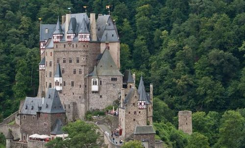 Incredibly Beautiful Medieval Castles around the World