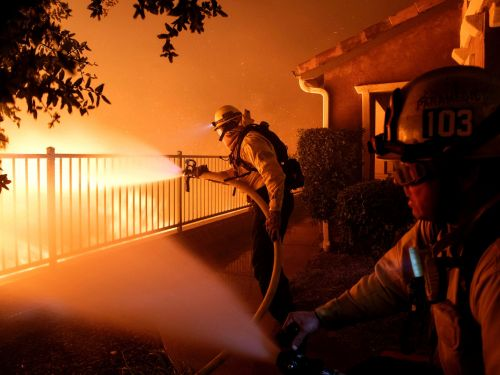 A Los Angeles bush fire has burned 4,700 acres, destroyed 25 homes, and prompted evacuations for 100,00 people - here are the latest updates