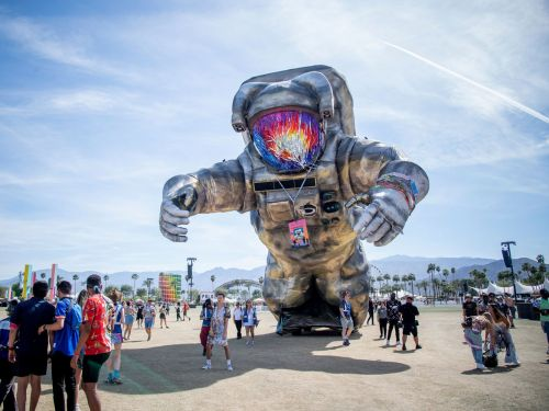15 surreal photos from Coachella that take you inside the most famous music festival on Earth