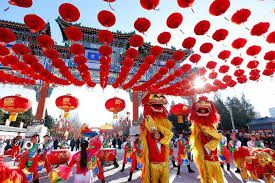 Middle-aged Chinese tourists lead use of mobile payments abroad during Lunar New Year holiday