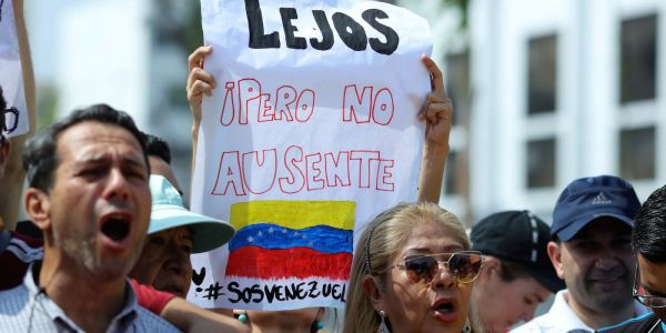 Brazil sent armed guards to the Venezuelan border as thousands flee from economic crisis