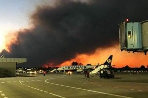 Pisa airport shut, hundreds evacuated after forest fires in Italy