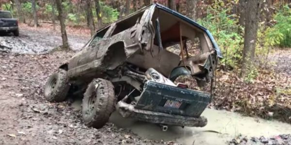 Watch a Jeep Cherokee XJ Split Apart Into a Gruesome Mechanical Mess