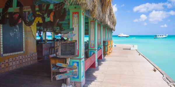 Frozen Drinks, Ice-Cold Beer and Sundowners Galore: These Are Aruba's 5 Best Bars