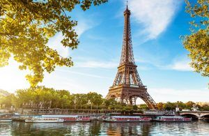 Mass tourism in Paris spurs prohibition of buses from city centre