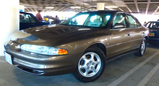 This Mint 1999 Oldsmobile Intrigue Led a Pack of Heroes at Radwood LA