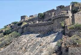 To develop Bhuvanagiri Fort, Congress MP requests for monetary assistance