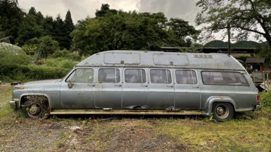Be The King Of Weird Cars With This 10-Door Chevy Suburban Limousine