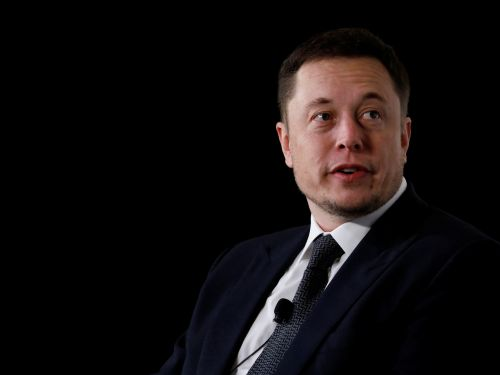 Elon Musk tells employees to 'ignore all distractions' as the quarter ends and pressure from the SEC mounts, leaked email reveals