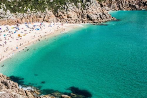 UK holidaymakes flocking to beaches to soak up the sun